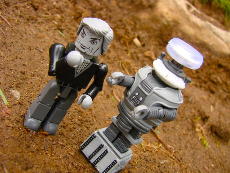 Diamond Select Lost in Space Zachary Smith and Robot B-9 SDCC Exclusives