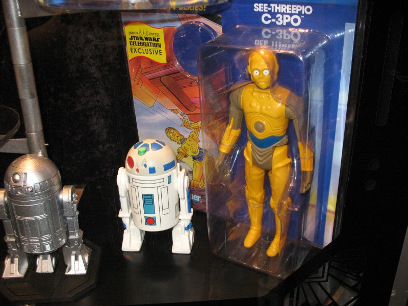 Gentle Giant Jumbo R2-D2 and C-3PO