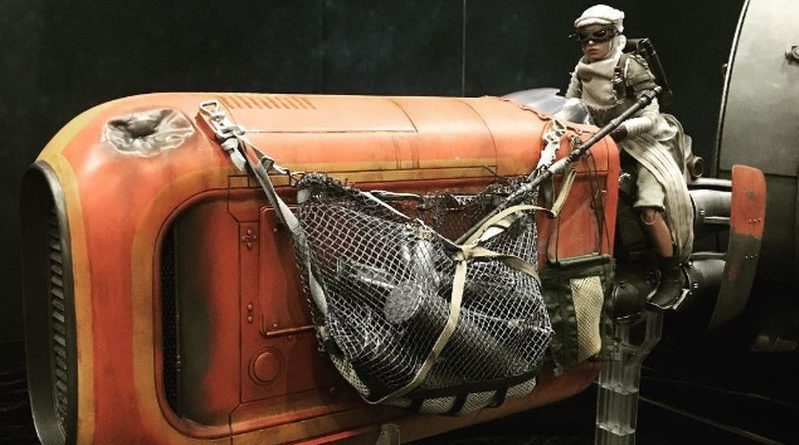 Hot Toys Rey Speeder