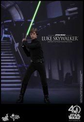 Hot Toys Luke Skywalker with Lightsaber