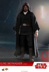 Hot Toys TLJ Luke Skywalker Crait 01