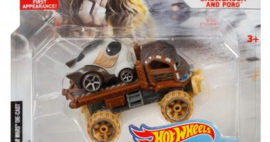 Hot Wheels TIE Fighter Pilot And Chewbacca and Porg Packaged Photos