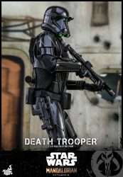 Hot Toys The Mandalorian Death Trooper Back